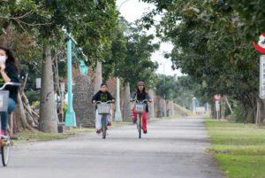 蘭陽博物館外騎單車