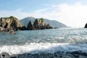 龜山島 上的海浪都拍上來了